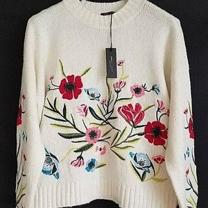 Romeo & Juliet Ivory Embroidered Sweater Sz S NWT